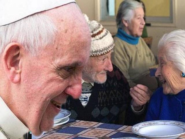 Papa-Francisco-con-abuelos